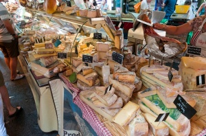 Market_in_Aix-en-Provence,_France_(2)
