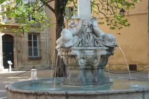 Fontaine des Quatre Dauphins